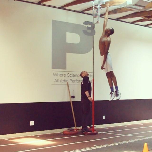 Andrew Wiggins shows off huge vertical leap!